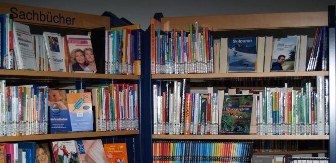 Bücherei Hl. Kreuz ist wieder geöffnet