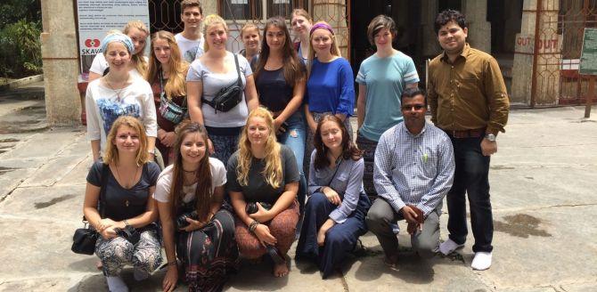 14 Jugendliche sind in Indien angekommen