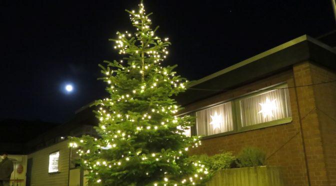 Etwas Weihnachts-Stimmung vor dem Pfarrheim Heilig Kreuz