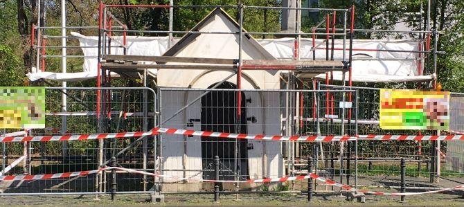 Die Renovierung des Kapellchens Neusser Straße hat begonnen
